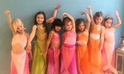 Lian vierde haar zesde verjaardag bij ons met een Zeemeerminnen Dansfeestje. Mag ik volgend jaar weer mijn feestje hier vieren? vroeg ze. Natuurlijk, gezellig!