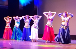 leerlingen dansgroep buikdans